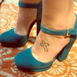 Teal suede vintage Mary Jane style Nine West shoes